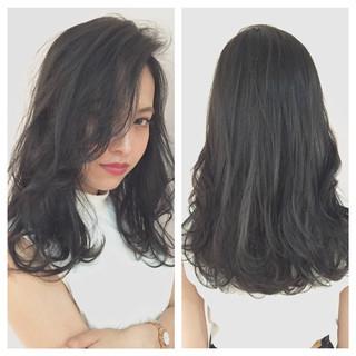 前髪あり 暗髪 ナチュラル 大人かわいい ヘアスタイルや髪型の写真・画像