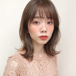 大人ミディアム ミディアム レイヤースタイル フェミニン ヘアスタイルや髪型の写真・画像