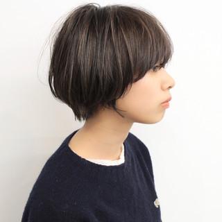 小顔ショート ナチュラル 前下がりショート ショート ヘアスタイルや髪型の写真・画像