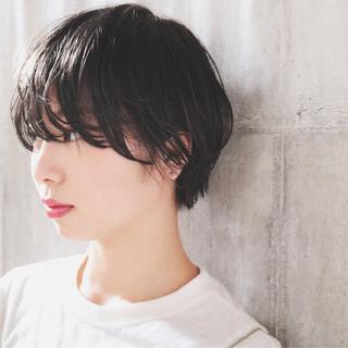 小顔ショート 黒髪 ナチュラル オフィス ヘアスタイルや髪型の写真・画像