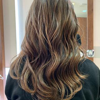 グラデーションカラー バレイヤージュ 大人ハイライト ハイトーン ヘアスタイルや髪型の写真・画像