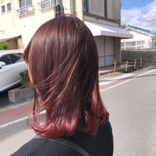 ピンクアッシュ アンニュイほつれヘア フェミニン ピンク ヘアスタイルや髪型の写真・画像
