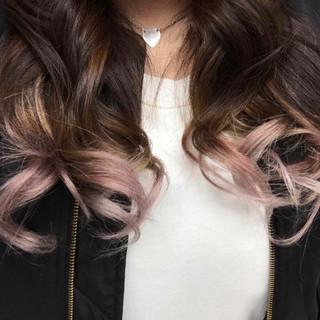 ガーリー セミロング ピンク レッド ヘアスタイルや髪型の写真・画像