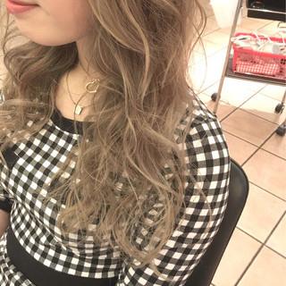 アッシュ ハイライト ロング 外国人風 ヘアスタイルや髪型の写真・画像