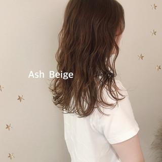 大人女子 アッシュベージュ ナチュラル セミロング ヘアスタイルや髪型の写真・画像