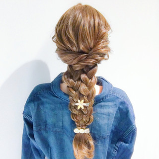 簡単ヘアアレンジ 三つ編み ロング ヘアアレンジ ヘアスタイルや髪型の写真・画像