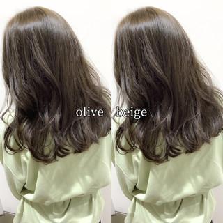 オリーブベージュ オリーブカラー ヘアカラー セミロング ヘアスタイルや髪型の写真・画像