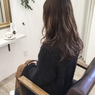 アッシュベージュ グラデーションカラー 外国人風カラー 大人かわいい ヘアスタイルや髪型の写真・画像
