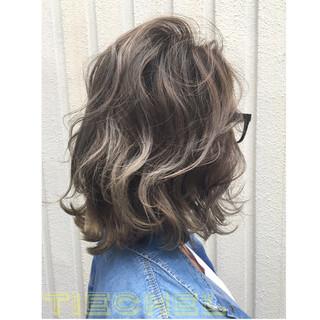 ウェーブ ミディアム 外国人風カラー グラデーションカラー ヘアスタイルや髪型の写真・画像