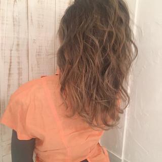 デート パーマ ヘアアレンジ オフィス ヘアスタイルや髪型の写真・画像