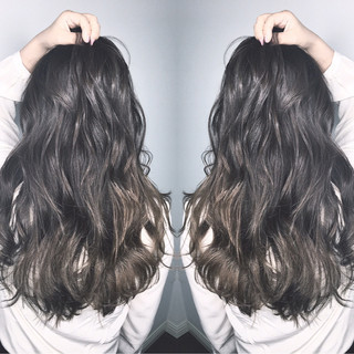ウェーブ アウトドア ロング アンニュイ ヘアスタイルや髪型の写真・画像