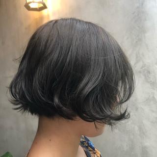 マット オリーブアッシュ グリーン オリーブグレージュ ヘアスタイルや髪型の写真・画像