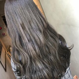 暗髪 ロング ナチュラル グレーアッシュ ヘアスタイルや髪型の写真・画像