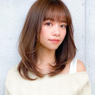 ミディアム コンサバ レイヤーカット 小顔 ヘアスタイルや髪型の写真・画像