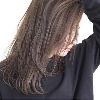 グレージュ 透明感 セミロング ラフ ヘアスタイルや髪型の写真・画像
