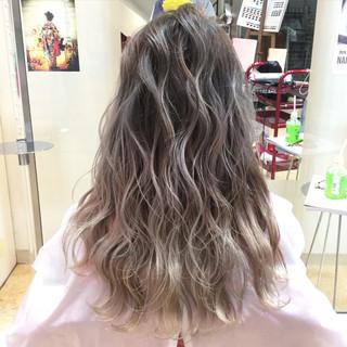 外国人風 渋谷系 グラデーションカラー アッシュ ヘアスタイルや髪型の写真・画像
