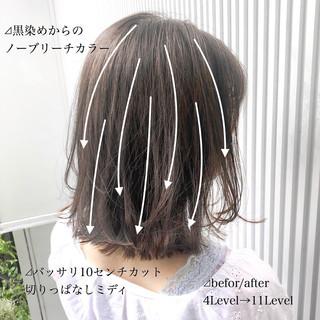 ミディアム アッシュ グレージュ ナチュラル ヘアスタイルや髪型の写真・画像