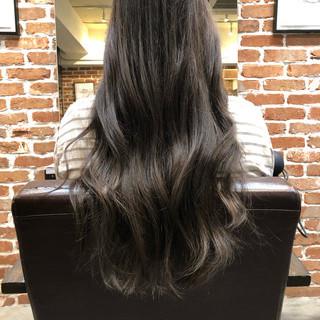 ダークアッシュ ロング イルミナカラー グレージュ ヘアスタイルや髪型の写真・画像