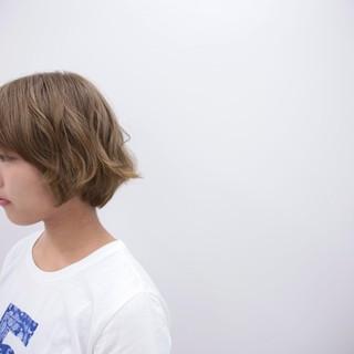 ダブルカラー ブリーチ ハイトーン ショート ヘアスタイルや髪型の写真・画像