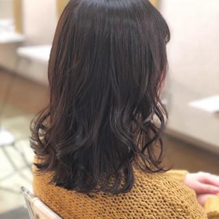暗髪 大人かわいい 外ハネ ミディアム ヘアスタイルや髪型の写真・画像