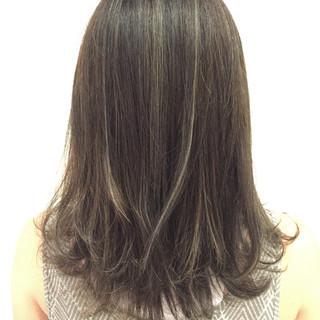 グレージュ セミロング ウェーブ ブルージュ ヘアスタイルや髪型の写真・画像