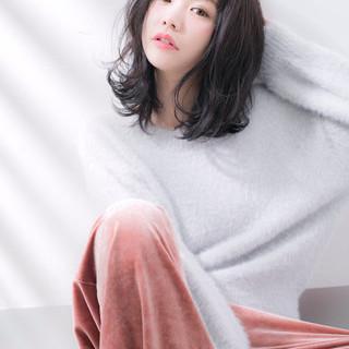 冬 ミディアム アッシュ パーマ ヘアスタイルや髪型の写真・画像