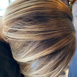 エアリー ガーリー 切りっぱなしボブ グラデーションカラー ヘアスタイルや髪型の写真・画像