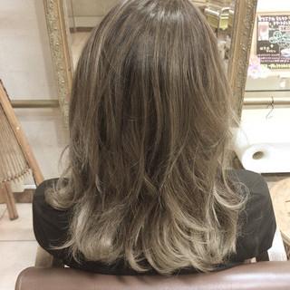 ストリート グレージュ ハイライト 外国人風 ヘアスタイルや髪型の写真・画像