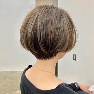 ショートボブ ショート アンニュイ ナチュラル ヘアスタイルや髪型の写真・画像