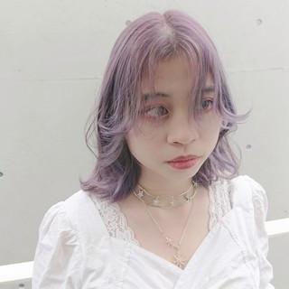 フェミニン ラベンダーアッシュ ミディアム ラベンダーグレージュ ヘアスタイルや髪型の写真・画像