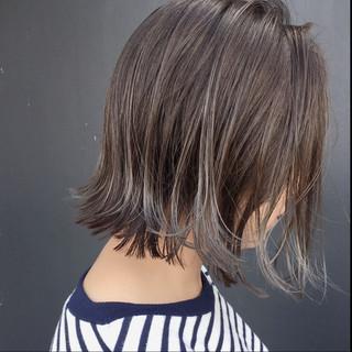 ボブ グレージュ グラデーションカラー 抜け感 ヘアスタイルや髪型の写真・画像