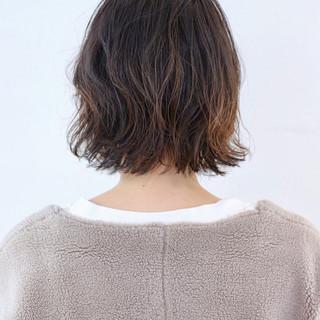 ナチュラル パーマ アンニュイほつれヘア グラデーションカラー ヘアスタイルや髪型の写真・画像