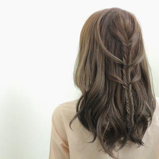 外国人風 ヘアアレンジ セミロング 編み込み ヘアスタイルや髪型の写真・画像