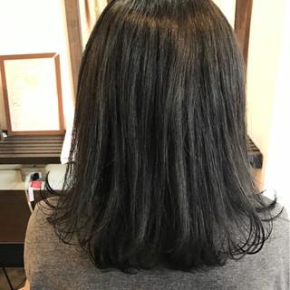暗髪 外ハネ グレージュ モード ヘアスタイルや髪型の写真・画像