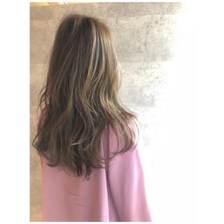 ロング 3Dカラー ナチュラル ゆるふわ ヘアスタイルや髪型の写真・画像
