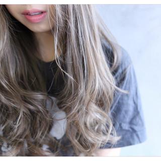 前髪あり ハイライト 外国人風 フェミニン ヘアスタイルや髪型の写真・画像