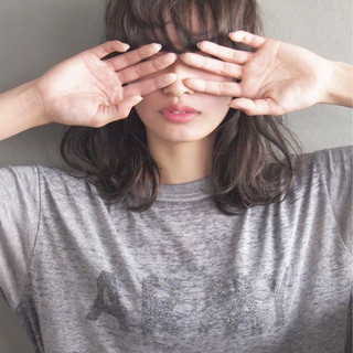 ミディアム アッシュ 黒髪 パーマ ヘアスタイルや髪型の写真・画像