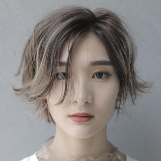 ハイトーン ナチュラル ショートヘア ショートボブ ヘアスタイルや髪型の写真・画像
