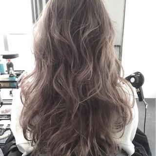 グレージュ ロング ハイライト アッシュ ヘアスタイルや髪型の写真・画像