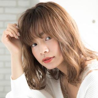 デジタルパーマ デート 大人かわいい ミディアム ヘアスタイルや髪型の写真・画像