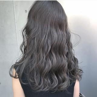 ロング ハイトーン モード グレージュ ヘアスタイルや髪型の写真・画像