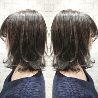 ハイライト グレージュ ナチュラル 外ハネ ヘアスタイルや髪型の写真・画像