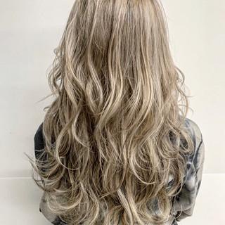 外国人風カラー ハイライト ローライト ロング ヘアスタイルや髪型の写真・画像