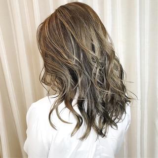 外国人風カラー アッシュグレージュ ナチュラル アッシュグレー ヘアスタイルや髪型の写真・画像