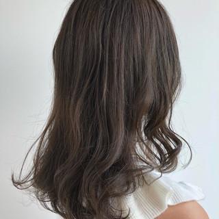 セミロング ヌーディベージュ ナチュラル 透明感カラー ヘアスタイルや髪型の写真・画像
