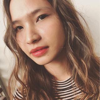 外国人風カラー ハイライト セミロング ナチュラル ヘアスタイルや髪型の写真・画像