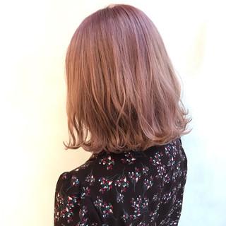 フェミニン ミルクティーグレージュ ミルクティーグレー ミディアム ヘアスタイルや髪型の写真・画像