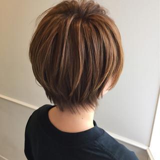 ベージュ ショート ハイライト ストリート ヘアスタイルや髪型の写真・画像