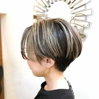 ナチュラル ショート インナーカラー グラデーションカラー ヘアスタイルや髪型の写真・画像