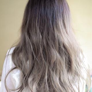 外国人風カラー くせ毛風 ロング ストリート ヘアスタイルや髪型の写真・画像